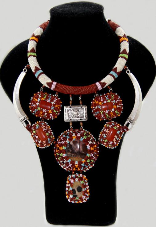 Анна Дюбург, из Киева, изготавливает эксклюзивные украшения из бисера, жемчуга и полудрагоценных камней.