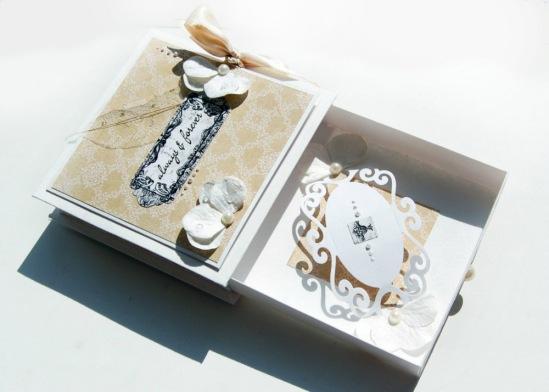 Коробочка для денег с открыткой на свадьбу