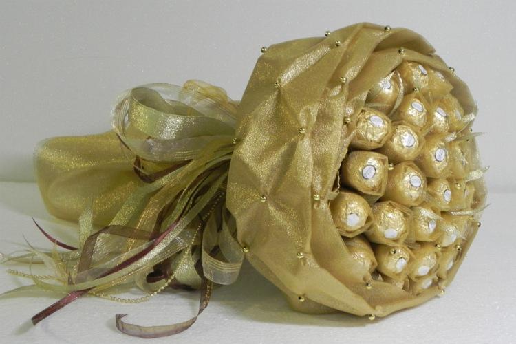 Как сделать сладкий букет из конфет Ferrero rocher?